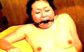 japanese slave in sauna gets fingered