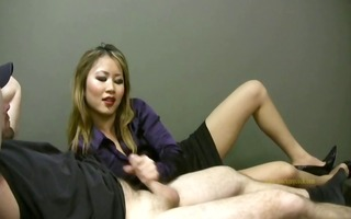 favourable employee gets a tugjob from lady boss