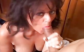 pretty older hottie gives a blowjob lesson