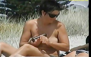 wo topless lesbos at beach