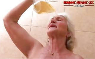 granny can to receive screwed by two males