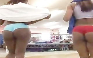 chicks with wonderful asses workout in the gym